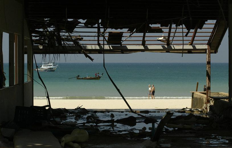Wyspa Phuket w Tajlandii po przejściu tsunami w 2004 roku /AFP