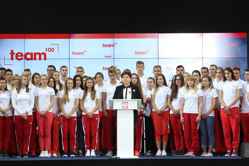 """Wystąpienie premier Beaty Szydło podczas inauguracji Programu """"Team100"""" /Leszek Szymański /PAP"""