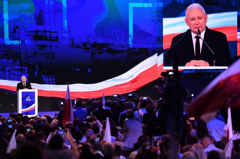 Wystapienie prezesa Prawa i Sprawiedliwości Jarosława Kaczyńskiego podczas konwencji wyborczej PiS /Bartłomiej  Zborowski /PAP