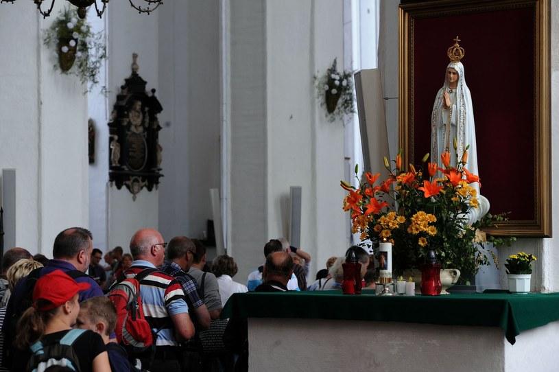 Wystąpienie z Kościoła nie jest łatwe /AFP