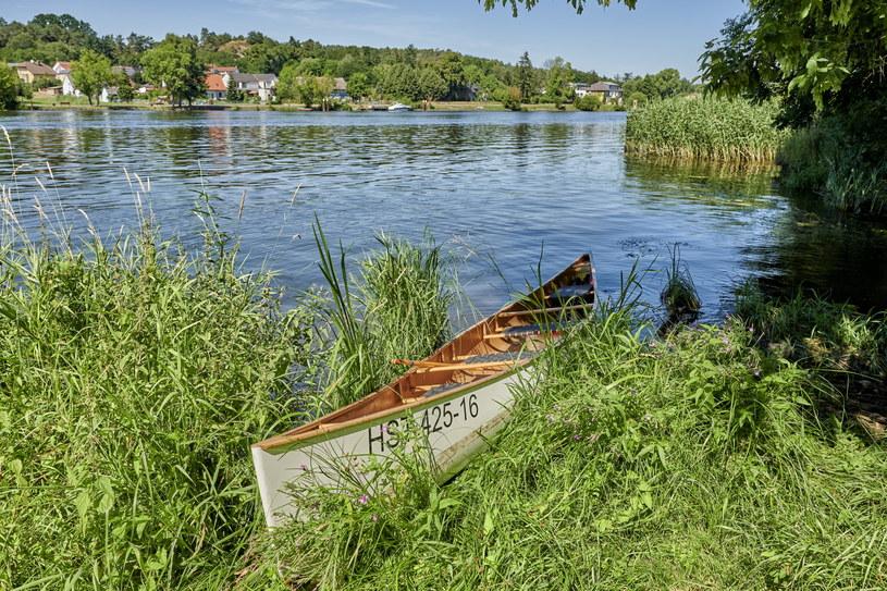 Wystarczy kajak, łódka czy zasilany zieloną energią statek, by na własne oczy zobaczyć prawdziwą naturę rzeki Peene /fot. Florian Trykowski/DZT /materiały promocyjne