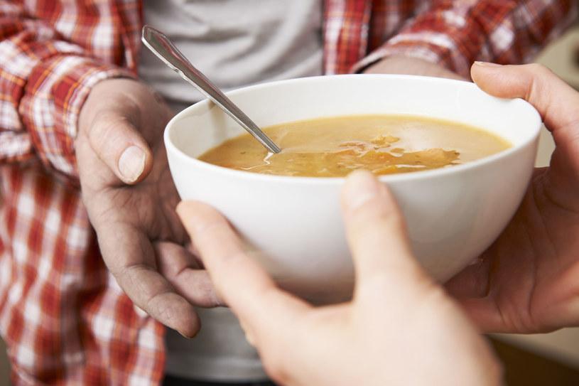 Wystarczy nasze kliknięcie, by potrzebujący otrzymali ciepły posiłek /123RF/PICSEL