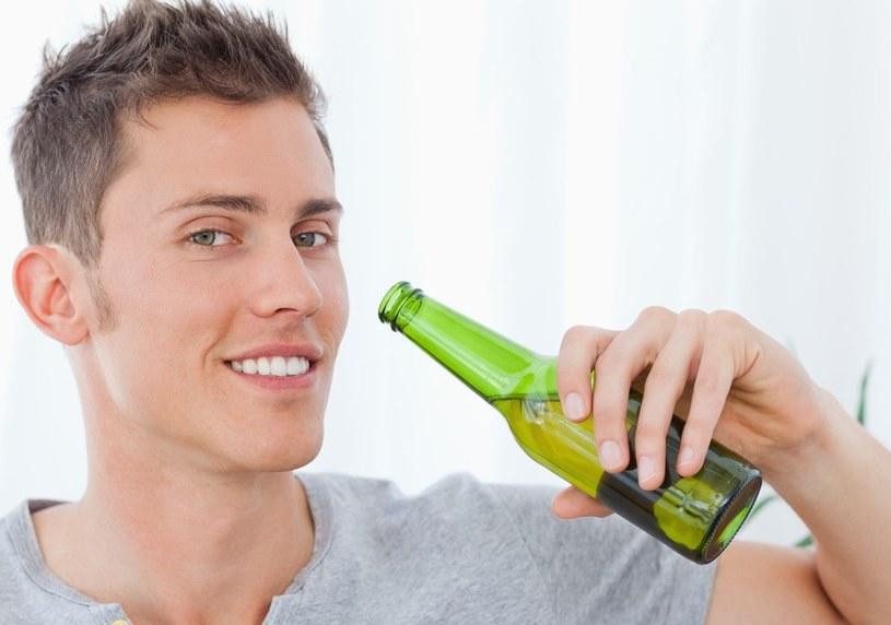 Wystarczy pić trzy piwa tygodniowo, aby zwiększyć zdolności swego mózgu /123RF/PICSEL