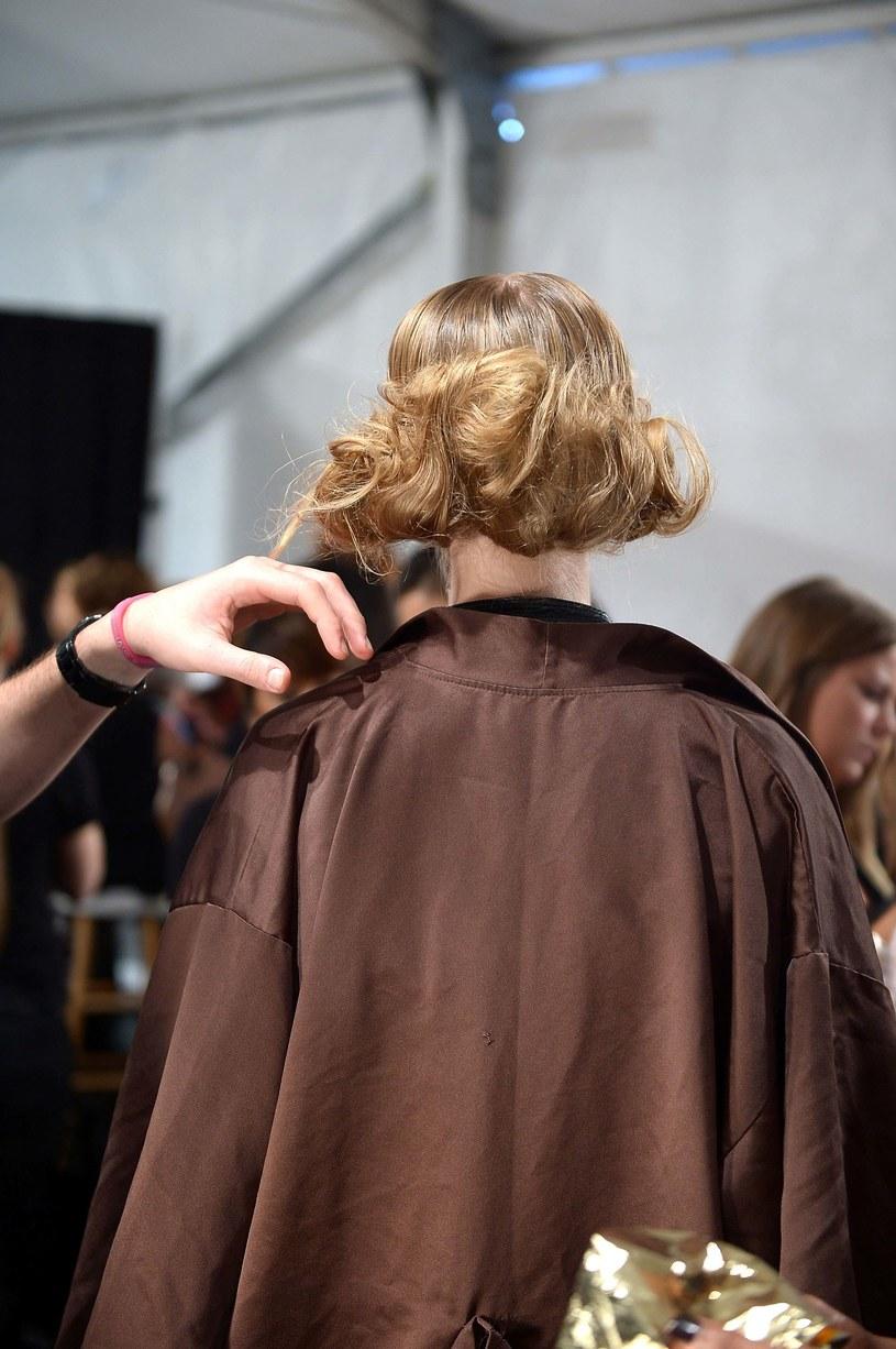 Wystarczy podpiąć pasma włosów /Getty Images/Flash Press Media