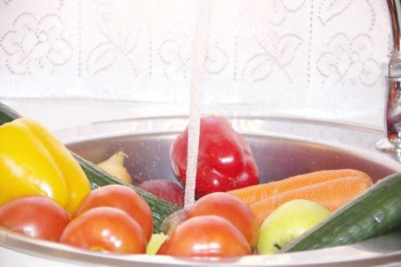 Wystarczy porządna kąpiel owoców i warzyw, by pozbyć się pestycydów