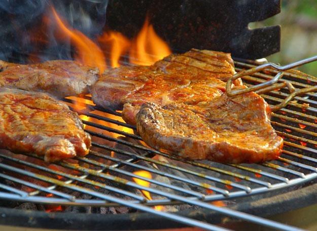 wystarczy trochę wysiłku i danie z grilla staje się pełnowartościowym posiłkiem /© Panthermedia