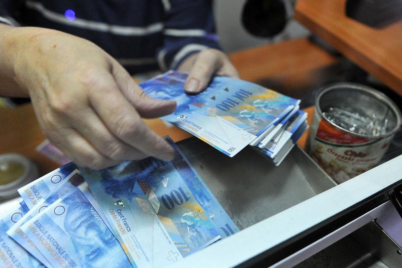 Wystarczyło, by sąd przyznał frankowiczom rację w jednej kwestii, by upadła cała umowa /Łukasz Szelemej /Agencja SE/East News