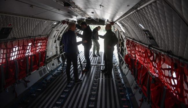 Wystartowały pierwsze wojskowe samoloty z pomocą dla Nepalu /Jakub Kamiński   /PAP