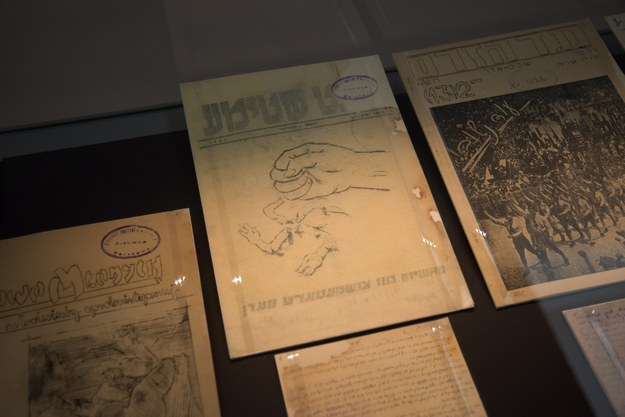 Wystawa dokumentów zgromadzonych przez dr Ringelbluma i utworzonego przez niego Konspiracyjnego Archiwum Getta Warszawy w Muzeum Historii Żydów Polskich /Franek Mazur /Reporter