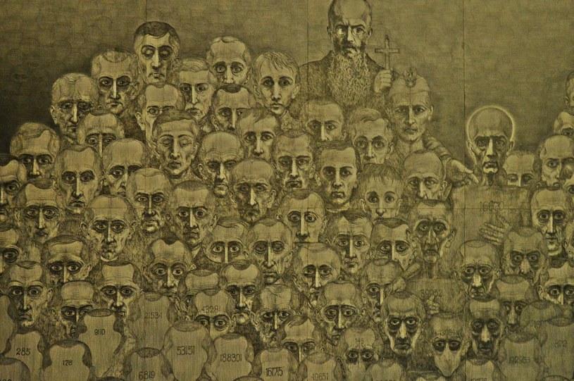 """Wystawa """"Klisze Pamięci. Labirynty"""" autorstwa byłego więźnia Auschwitz Mariana Kołodzieja /Daniel Bodzenta /East News"""
