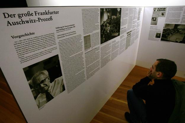 Wystawa poświęcona tak zwanemu drugiemu procesowi oświęcimskiemu /JOHN MACDOUGALL /AFP
