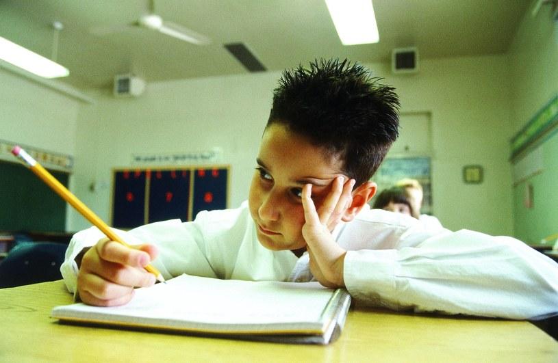 Wystawianie ocen dla wielu uczniów wiąże się ze stresem /AFP