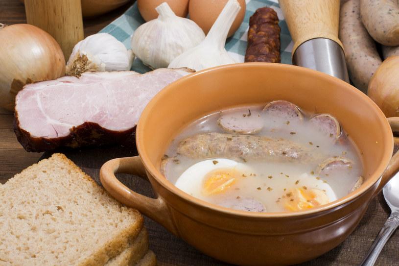 Wystrzegajmy się kostek rosołowych i zupy w proszku. Produkty te zawierają dużo soli i polepszaczy smaku /123RF/PICSEL