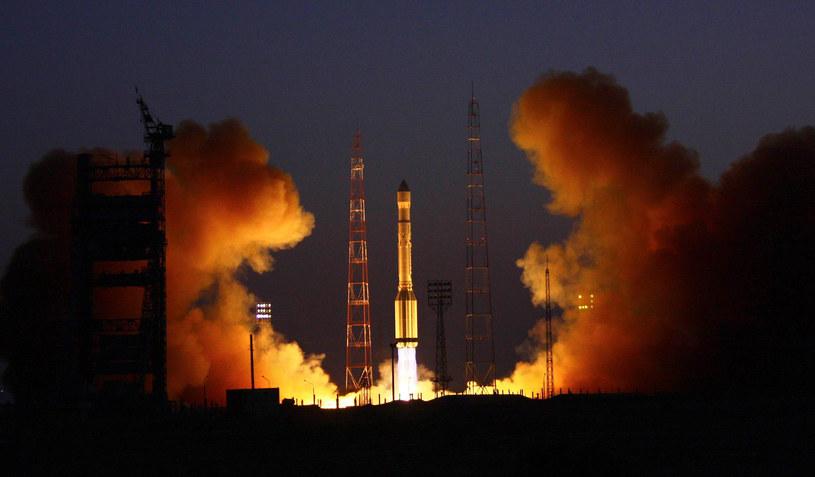 """Wystrzelenie satelit """"Glonass"""" za pomocą rakiety """"Proton-M"""" w 2010 roku. Tym razem Rosjanie wykorzystali nową rakietę Sojuz-2.16. /AFP"""