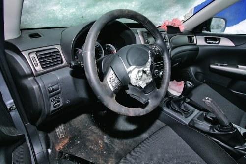 Wystrzelona poduszka, zużyta kierownica – najlepiej wymienić całość. /Motor