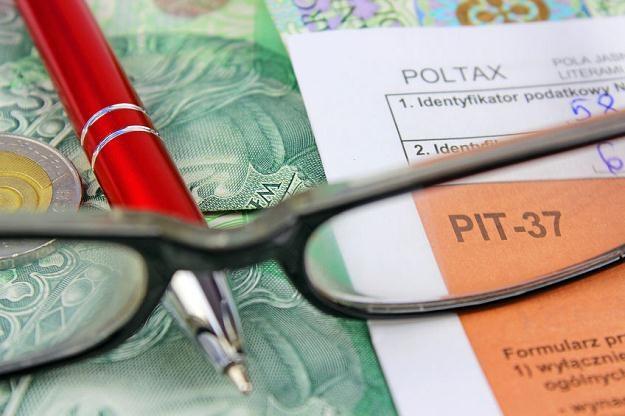 Wyświadczenie usługi przez ryczałtowca może skutkować przejściem z ryczałtu na skalę podatkową /©123RF/PICSEL