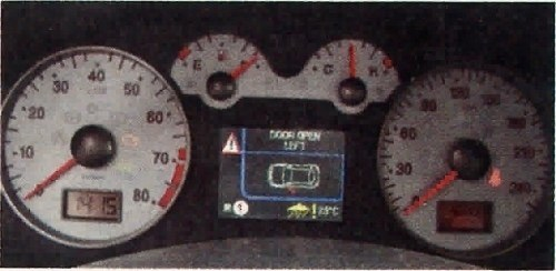 Wyświetlacz pokazujący aktualnie używany bieg mógłby być nieco większy. /Motor