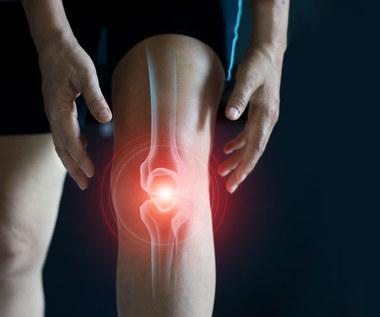 Wysychanie mazi w kolanie: Przyczyny, leczenie