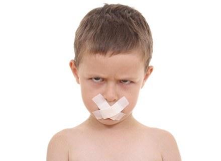 Wytłumacz dziecku, dleczego nie używamy niecenzuralnych słów /ThetaXstock