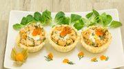 Wytrawne mini babeczki z aksamitną pastą jajeczną, łososiem i ajerkoniakiem