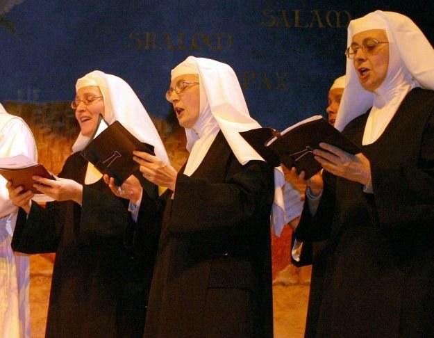 Wytwórnia chce przygotować album z okazji wizyty papieża w Wielkiej Brytanii /AFP