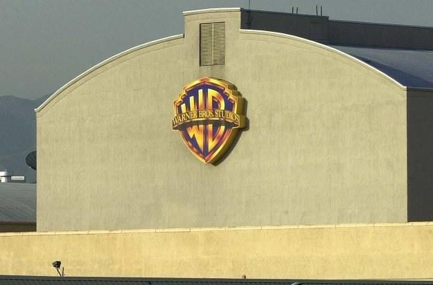 Wytwórnia Warner Broyhers wpadła na oryginalny pomysł walki z piractwem w internecie /AFP