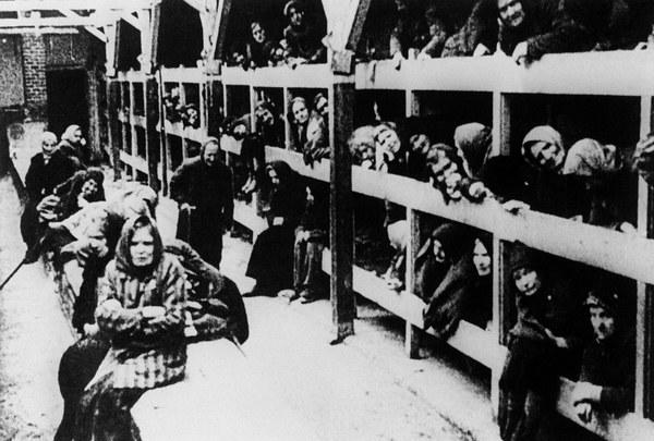 Żydowskie kobiety w baraku - po wyzwoleniu Auschwitz