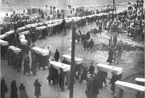 Pogrzeb więźniów obozu Auschwitz, styczeń 1945