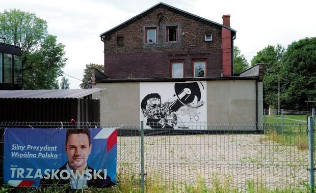 Wyzywał i groził podpaleniem za plakat Trzaskowskiego. Agresywny mężczyzna usłyszał zarzuty