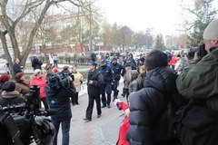 Wzburzony tłum przed prokuraturą w Iławie. Przesłuchanie podejrzanej o dzieciobójstwo
