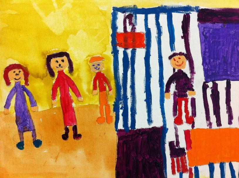 Wzmocnienie więzi powoduje, że dziecko ma większe szanse na poradzenie sobie z trudną sytuacją / COPE /