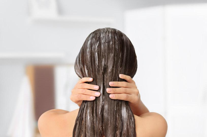 Wzmocnij włosy maseczkami /123RF/PICSEL