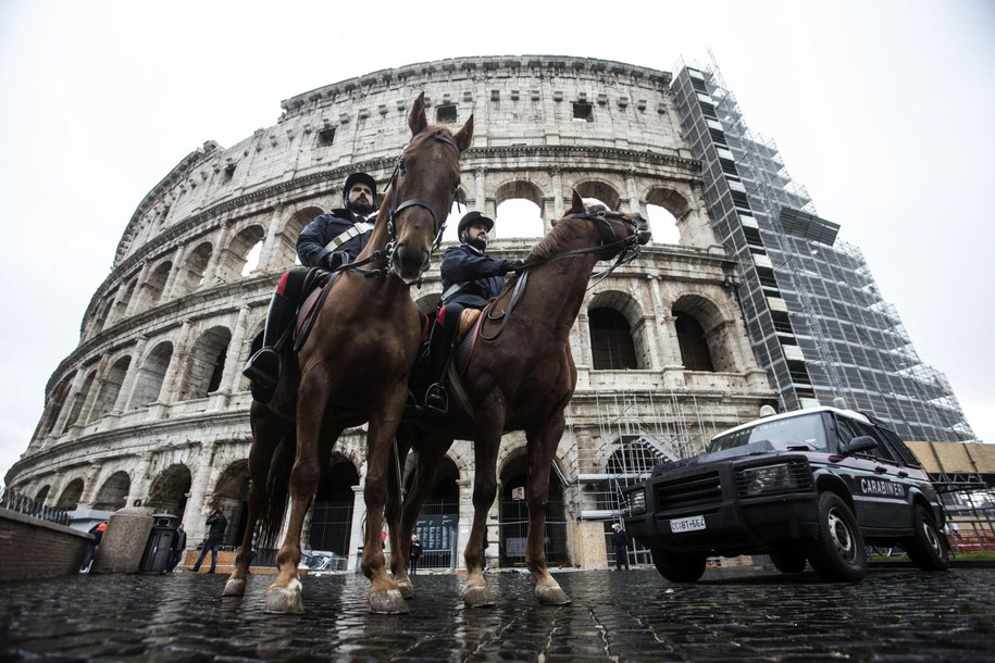 Wzmocnione siły policji na ulicach Rzymu /ANGELO CARCONI /PAP/EPA