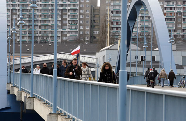 Wzmocniono patrole policyjne wokół granicznego mostu w Słubicach (zdjęcie ilustracyjne) /Piotr Małecki /Agencja FORUM