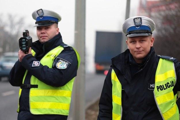 Wzmożone kontrole policji rozpoczęły się już w weekend i potrwają do środy /Piotr Jędzura /Reporter