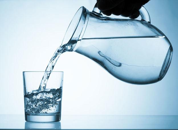 Wznieś toast szklanka wody /123RF/PICSEL
