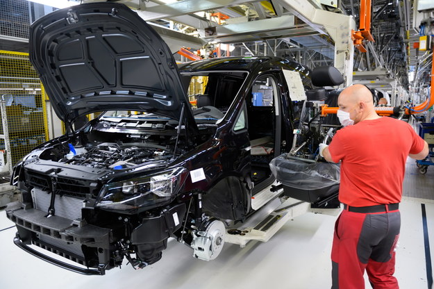 Wznowienie produkcji w fabryce Volkswagen Poznań /Jakub Kaczmarczyk /PAP