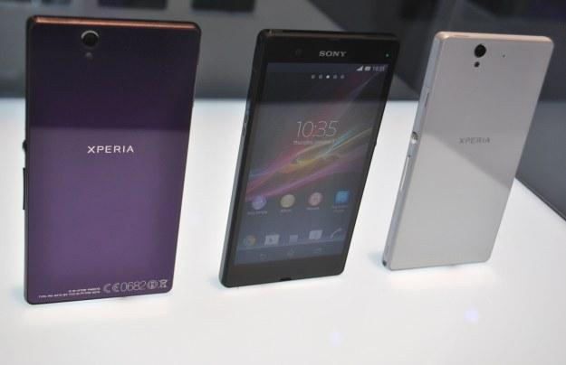 Wzornictwo  Xperia Z jest świetne - smartfon prezentuje się doskonale. Chociaż nie każdemu spodoba się ten rozmiar /INTERIA.PL