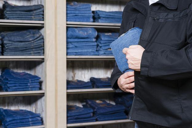 Wzrasta zarówno liczba kradzieży w sklepach, jak i zuchwałość złodziei /©123RF/PICSEL