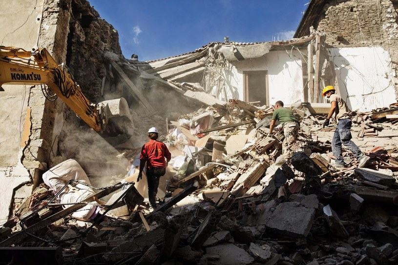 Wzrosła liczba ofiar śmiertelnych trzęsienia ziemi we Włoszech /ROBERTO SALOMONE /PAP/EPA