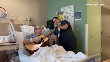 """Wzruszający świąteczny duet. """"Muzyka jest cudownym uzdrowicielem"""""""