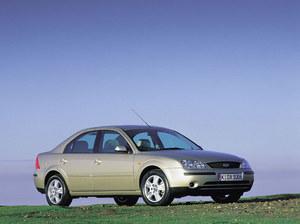 X-Type bazuje na Mondeo, ale Ford był od niego dłuższy. Diesle przejęto bez zmian. /Ford