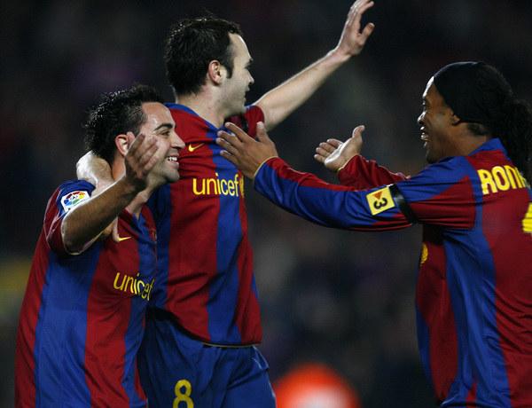 Xavi, Andres Iniesta i Ronaldinho /AFP