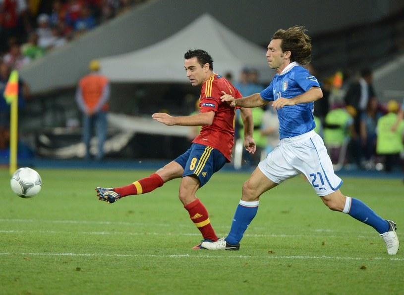 Xavi Hernandez i Andrea Pirlo podczas finału Euro 2012 w Kijowie /AFP