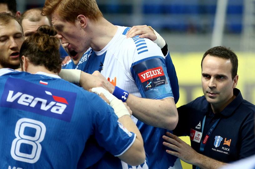 Xavier Sabate (pierwszy z prawej) z zawodnikami /Piotr Augustyniak /PAP