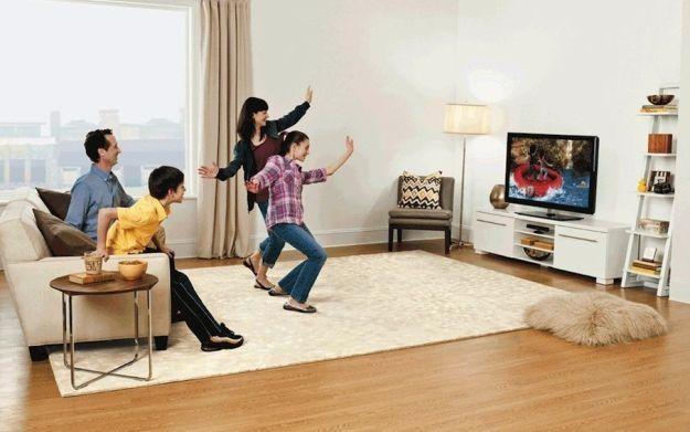 Xbox 360 w zestawie z sensorem Kinect to sposób na relaks dla całej rodziny /Informacja prasowa