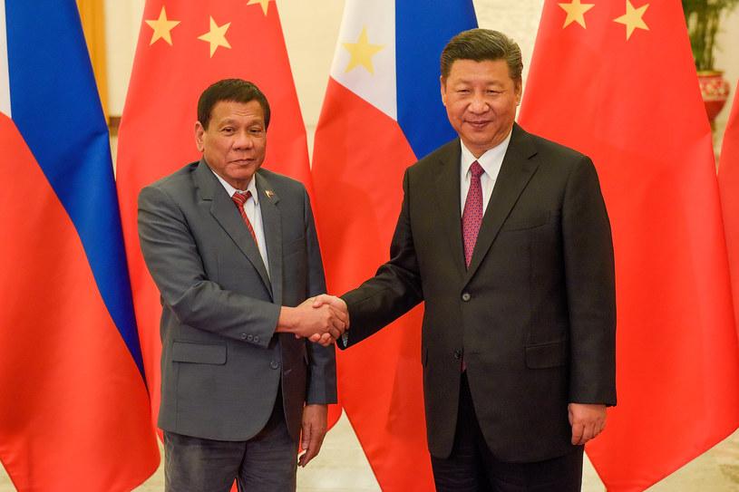Xi Jinping (z prawej) i Rodrigo Duterte /AFP