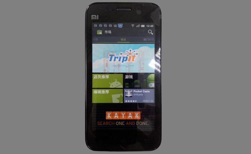 """Xiaomi Mi 1. Zadebiutował w sierpniu 2011 roku. Miał procesor Qualcomm Snapdragon S3, 1GB RAM i ekran o przekątnej 4"""". Fot. Krisflyer777 /Wikipedia"""