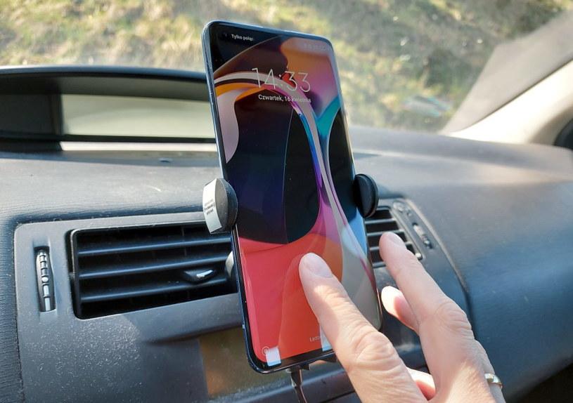 Xiaomi Mi 10  - czytnik pod ekranem sprawdza się nieźle /INTERIA.PL