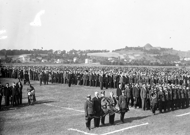 XIII Zjazd Legionistów w Krakowie. Uroczystości na Błoniach. Zdjęcie z roku 1935 /Z archiwum Narodowego Archiwum Cyfrowego
